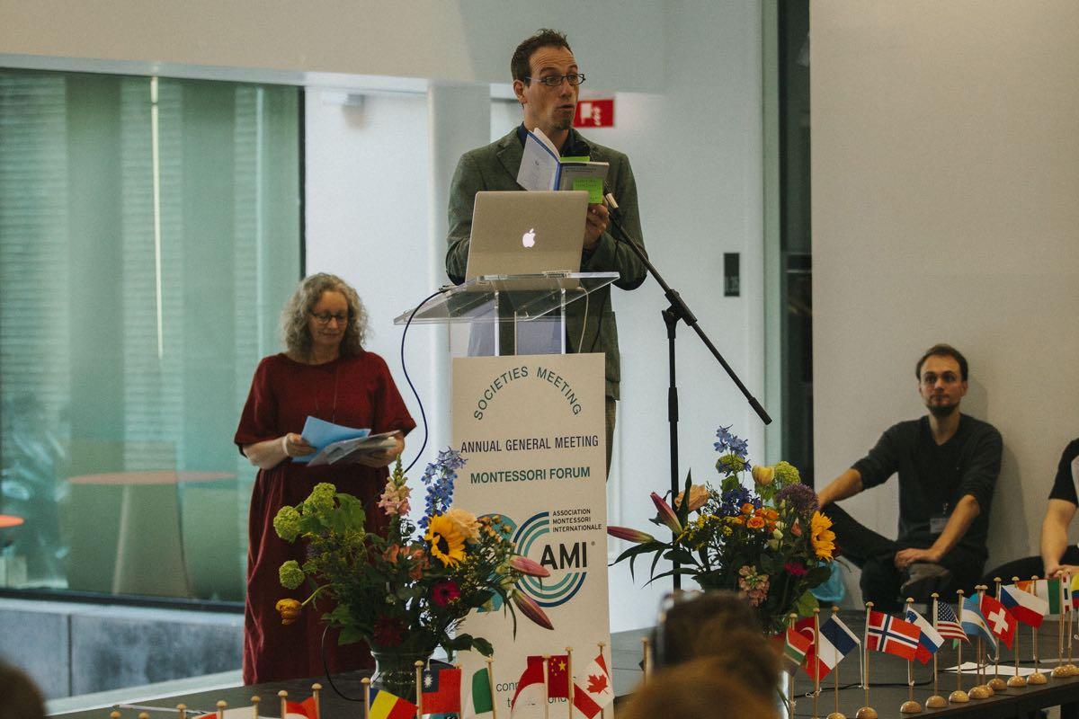 Rogier Dijk, teacher at the Metis Montessori Lyceum opens the Sunday forum.