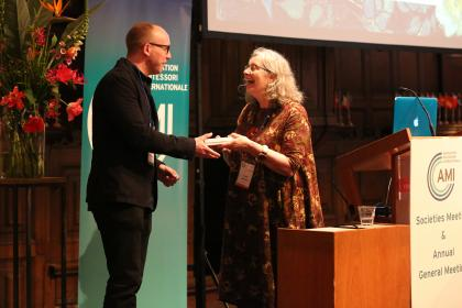 Lynne Lawrences expresses her gratitude to keynote speaker Dr Eddie Brummelman