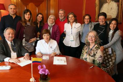 Montessori Ecoeducative Foundation of Colombia celebrates signing affiliation agreement with AMI